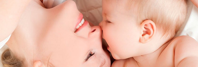 Las bacterias de la boca se transmiten entre madres e hijos